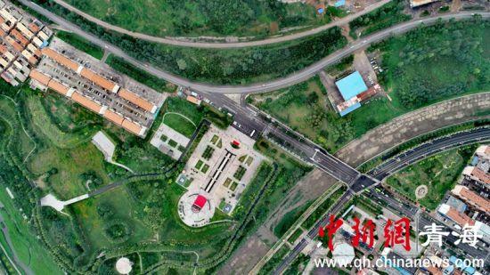 图2 俯瞰石拐村纪念园。(李�S摄)