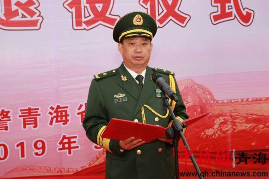 图为司令员李在元宣读命令。