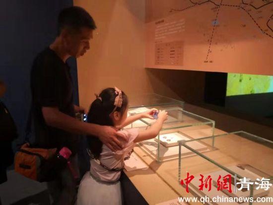 """资料图为青海在首都博物馆成功举办《山宗・水源・路之冲――""""一带一路""""中的青海》展览等系列活动。 唐仲蔚摄。"""