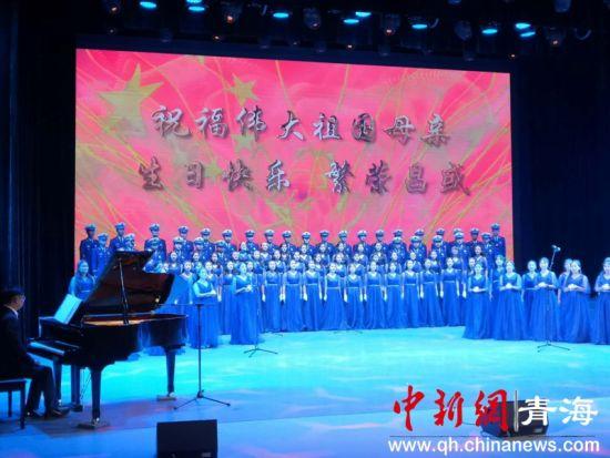 图为海东消防救援支队表演大合唱 潘雨洁 摄