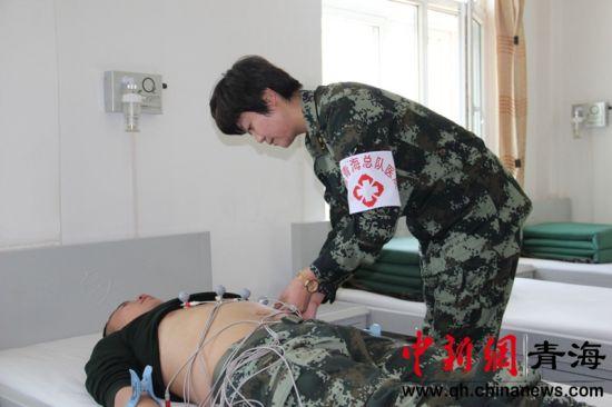 �t��(liao)�(dui)的�<医o高(gao)原(yuan)官兵查(cha)�w治病。翟��娜(na)�z