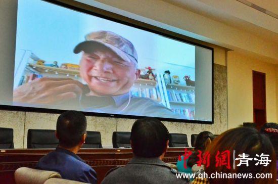图为座谈会现场与中国著名野生动物摄影师奚志农就行互动连线。鲁丹阳摄