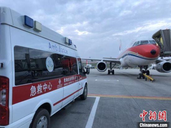 图为西宁机场顺利保障青海省首例人体多器官捐献转运。 钟欣 摄