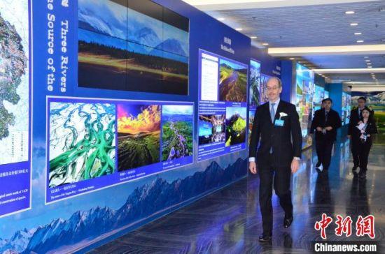 图为外交部青海全球推介活动展厅。 鲁丹阳 摄