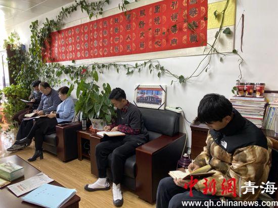 图为尖扎县委宣传部开展部门党风廉政集体约谈现场。尖宣 供图