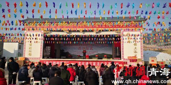 """图为2020年西宁市城中区文化科技卫生""""三下乡""""活动启动仪式现场。胡贵龙摄"""