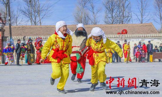 图为后菊花村村民正在排练社火(通讯员 安普荣 摄)