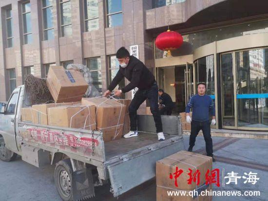 图为运往湖北的防疫物资。西宁市税务局供图