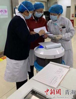 图为青海省监狱管理局中心医院感染管理科主任郭峥。