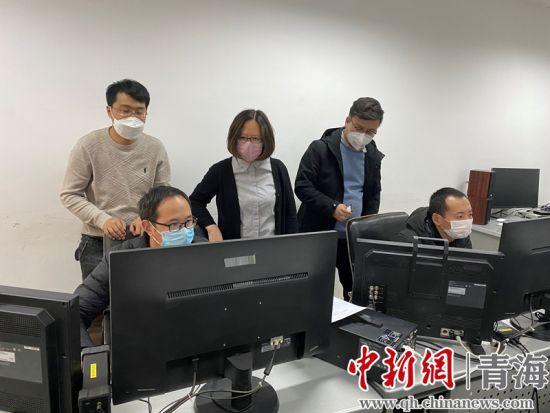 图为青海广播电视台广播电视新闻中心融媒体采访部主任杨惠瑾。
