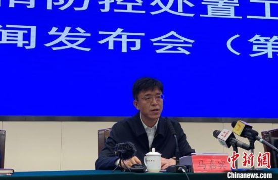 图为青海省教育厅副厅长马嘉宾介绍全省已开学情况及本科院校和高职院校开学准备工作情况。 孙睿 摄