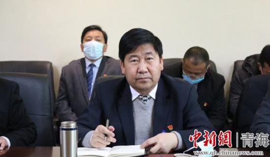 图为县委书记司吉�N发言。河南宣供图