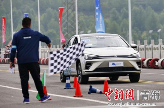 图为第七届环青海湖(国际)电动汽车挑战赛性能评测赛现场。赛事组委会供图