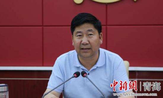 图为河南县委书记司吉�N讲话。河宣供图