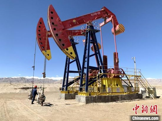 统计显示,7月原油产量维持平稳,以震荡走势为主,原油价格处于正值低位运行。 孙睿 摄