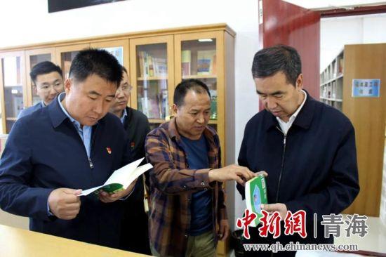 图为黄南州委常委、宣传部长李学军在尖扎调研指导现场。尖宣 供图
