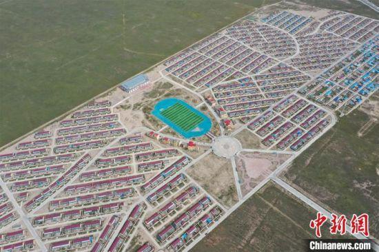 图为航拍兴海县安多民俗文化村。 马铭言 摄