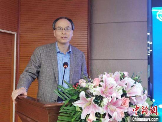 图为首都医科大学附属北京胸科医院副院长、北京市结核病胸部肿瘤研究所副所长张宗德发言。 潘雨洁 摄