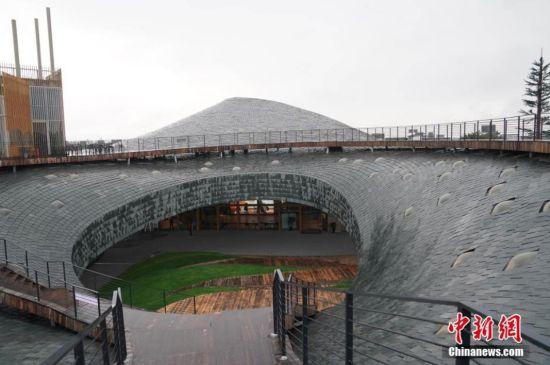 """图为寓意""""水印苍山""""的建筑造型。中新社记者 苏丹 摄"""