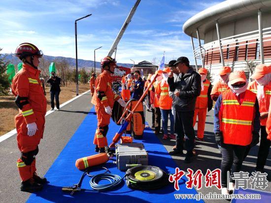 图为消防器材装备和训练科目展示。王卫国 供图