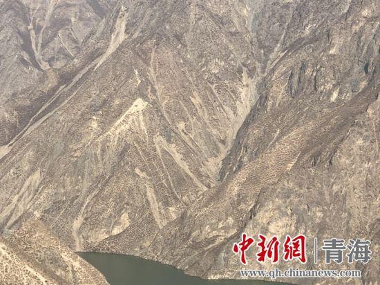 图为积石峡水电站库区地形地貌。赵云龙摄