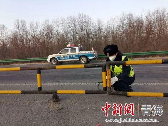 大通高速(su)路(lu)政執法大隊防疫防控(kong)第一線(xian) 巾幗不讓須眉(mei)