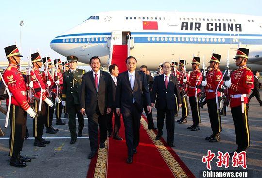 李克强抵达雅加达对印尼进行正式访问