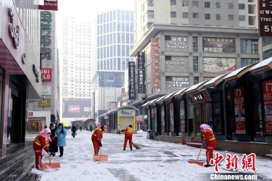 青海多地降雪致多条高速封闭、班车停运