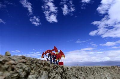 位于柴达木盆地西北边缘的青海油田平均海拔3000米