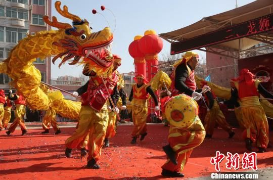 西宁高原古城社火展演将迎春活动推向高潮