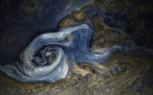 震撼!NASA晒木星蓝色风暴照 静谧如诗壮美如画