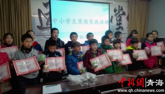 前营街社区开展书写汉字比赛活动图片