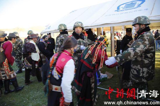 高原武警:用真情服务促民族团结