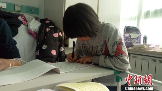 青海8岁女孩照顾重病父亲获多方帮助 已重返校园
