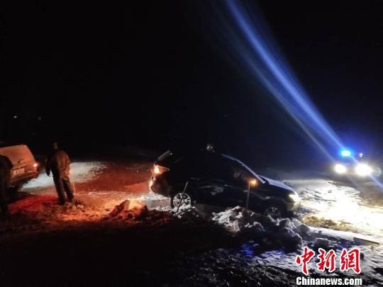 5名自驾游游客呼伦湖遇险 内蒙古警方成功救援