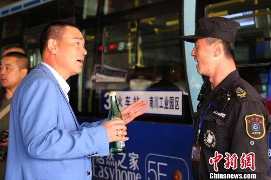 西宁公交开展城市公交专职安保员处置突发事件演练