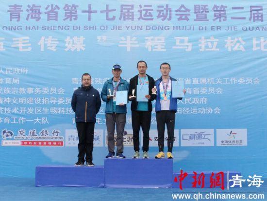 青海省运会半程马拉松赛雨中开赛