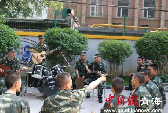 """武警西宁支队""""一队一特色""""凝聚官兵正能量"""
