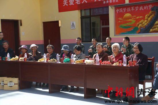 青海西宁:军民携手过中秋
