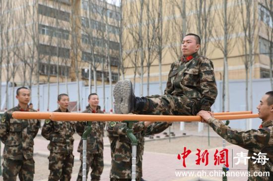 武警西宁支队严密组织勤训轮换