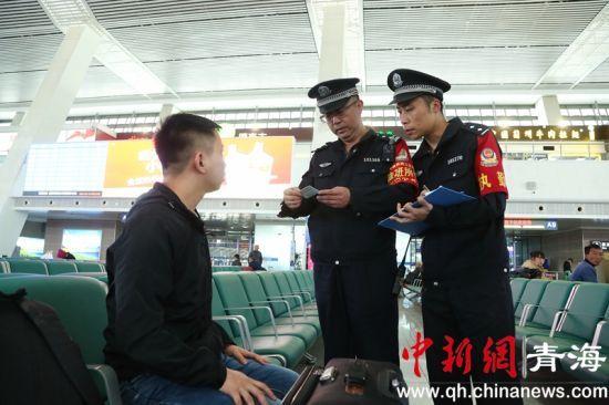 """五一小长假:西宁铁路警方开展打击倒票""""寻迹""""专项行动"""