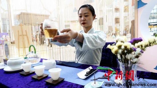 高原古城青海西宁民众品茶论道 倡导回归传统