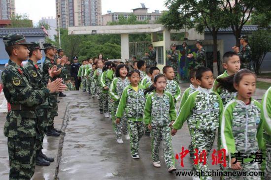 """武警西宁支队执勤十二中队组织""""军营开放日""""活动"""