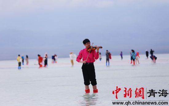 """国内外艺术家齐聚中国版""""天空之镜""""唱响中国"""