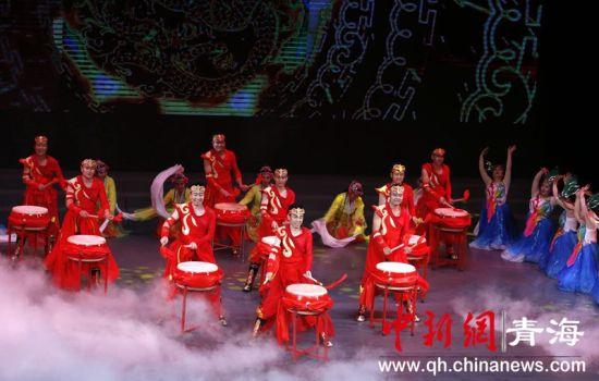 青海省公路路政执法总队举办庆祝新钱柜777唯一平台成立70周年文艺汇演
