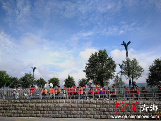 7养生行走日在青海西宁海湖体育中心举行.来自青海各地的数千名图片