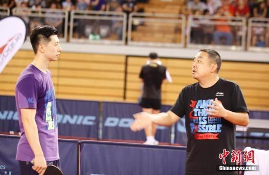中国男乒横扫英格兰进决赛 刘国梁解说成亮点