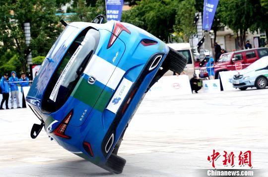 2019环青海湖(国际)电动汽车挑战赛特技表演惊险刺激