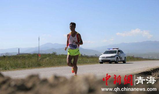 400余名跑步爱好者在中国原子城开跑