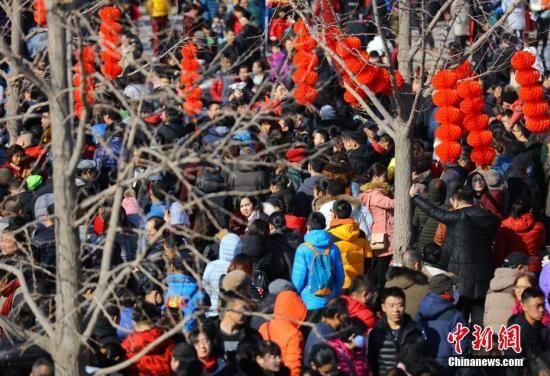 """透视春节习俗的变与不变:""""年味""""淡了吗?"""